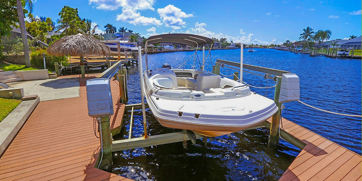 Boat included in Fifth Avenue villa rental